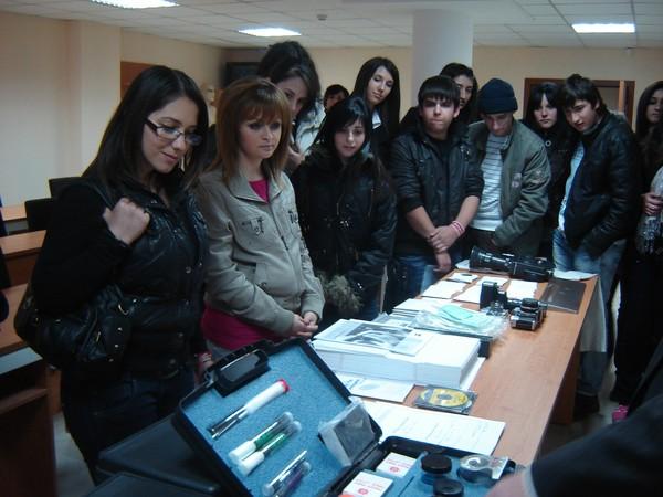 Ученици от Карлово гостуваха на колежа