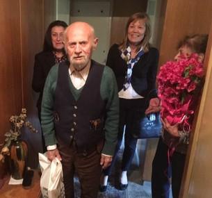"""Клуб """"Алумни"""" на ВУСИ с трогателен жест към проф. Тончо Трендафилов"""