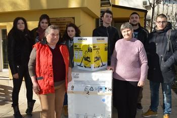 Студентския съвет на ВУСИ дари електроуреди на деца в нужда