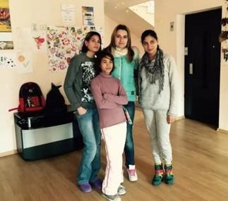 Студенти на КИА посетиха деца с увреждания