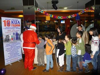 Коледно парти на деца организираха студентите на КИА