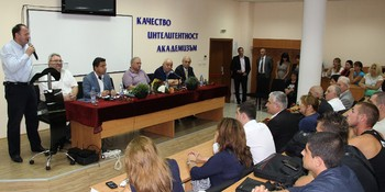 Студенти и преподаватели на КИА разговаряха с Миков, Дъбов и Търновалийски