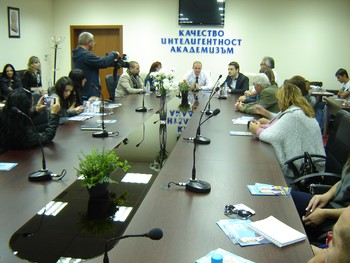 """Студенти и преподаватели на КИА разговаряха с представители на """"България без цензура"""""""