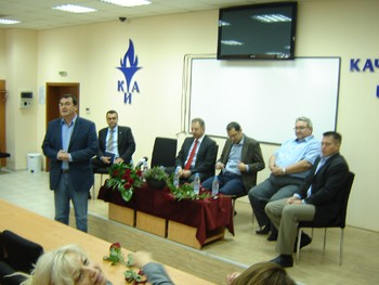 Студенти и преподаватели на КИА разговаряха с представители на Патриотичния фронт