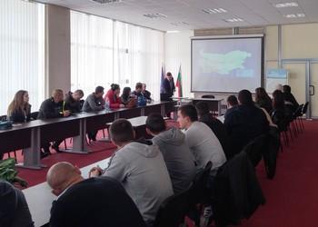 Студенти от ВУСИ на практическо обучение в Академията на МВР