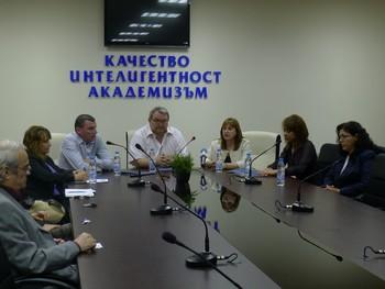 """Връзката между образованието и бизнеса обсъдиха ръководство и студенти на КИА и екип на """"Белла България"""" на среща-разговор"""