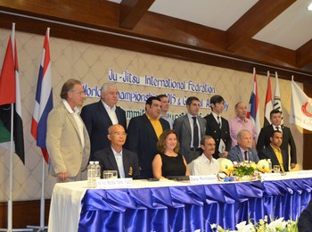 Зам.-ректорът на ВУСИ доц. д-р Томо Борисов установи делови контакти в Тайланд