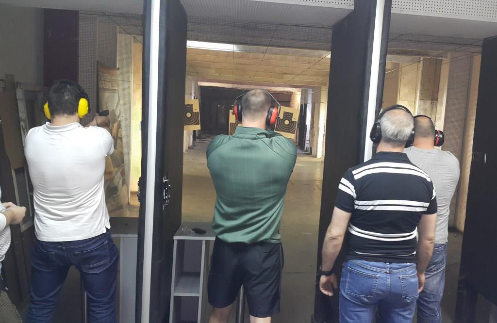 Студенти на ВУСИ проведоха теренни изследвания и тактически стрелби с пистолет