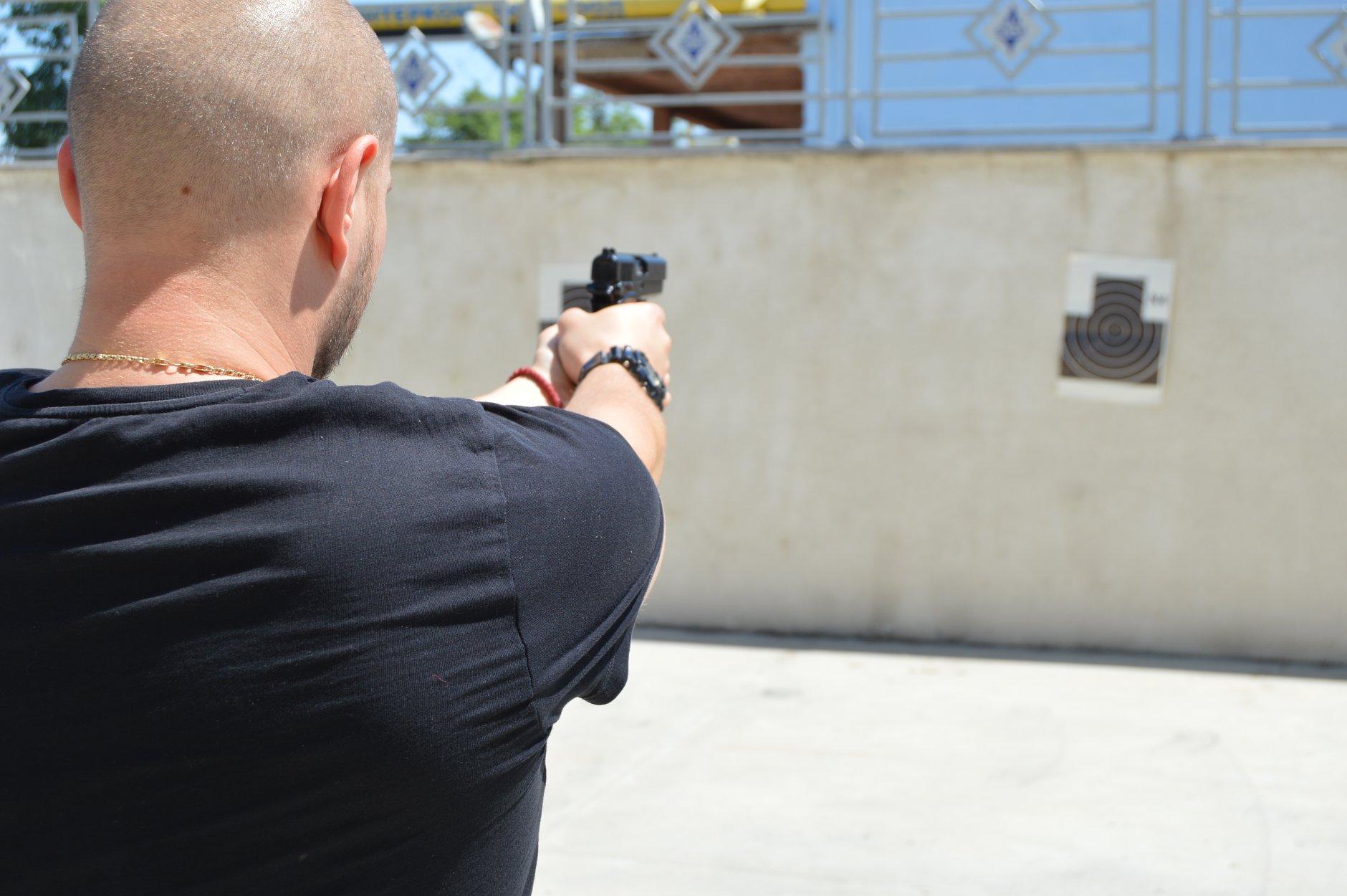 """Практически занятия на студенти от """"Национална сигурност"""" - стрелба с пистолет и охрана 0001"""