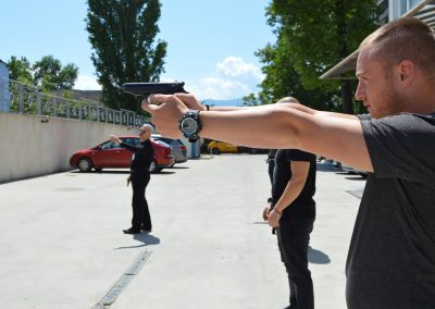 """Практически занятия на студенти от """"Национална сигурност"""" - стрелба с пистолет и охрана 0002"""