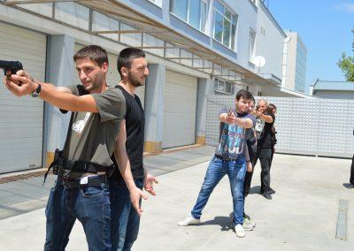 """Практически занятия на студенти от """"Национална сигурност"""" - стрелба с пистолет и охрана 0011"""