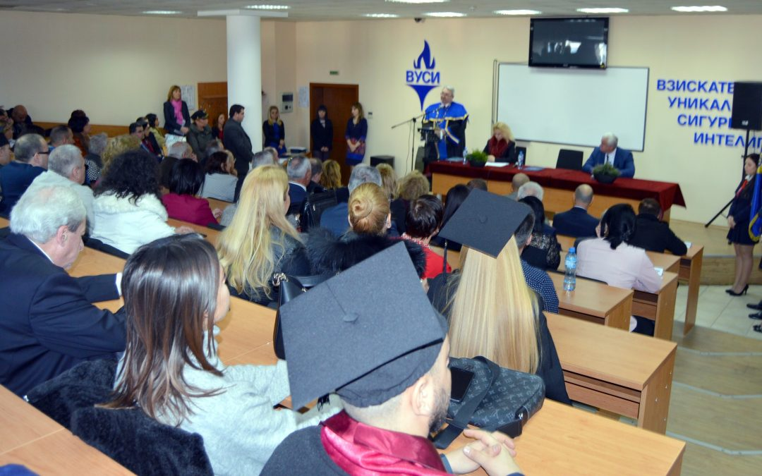 """Диплома от ВУСИ по """"Администрация и управление"""" носи повече от 1100 лв. облагаем доход"""