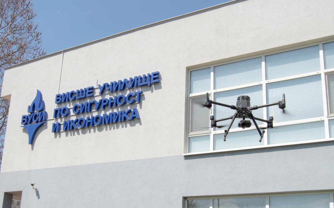 Атрактивна демонстрация на дронове събра десетки посетители в Дни на отворените врати