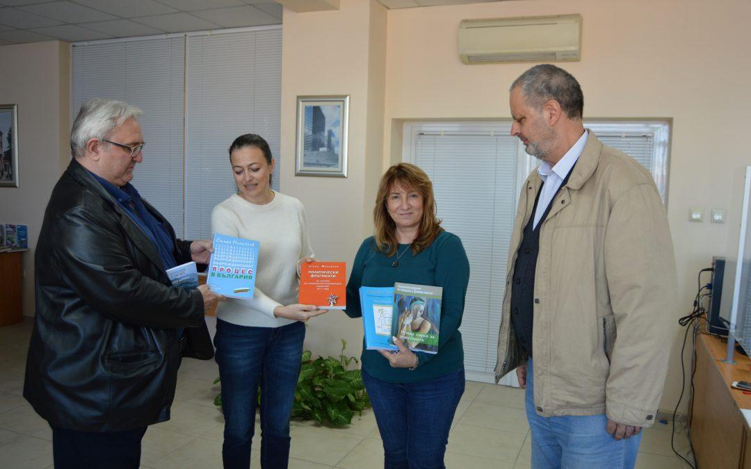 Библиотеката на ВУСИ получи ценно дарение